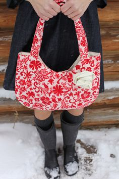 love this Jeanne Oliver bag Cute Purses, Purses And Bags, Christmas Purse, Vintage Christmas, Red Jewel, Fall Pillows, Red And Grey, Sadie, Fabric Flowers