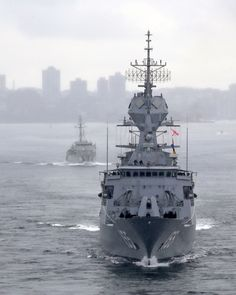 HMAS Yarra and HMAS Ballarat transiting through Darling Harbour in formation with HMAS Adelaide. Australian Defence Force, Royal Australian Navy, Darling Harbour, Navy Ships, Battleship, Sailing Ships, Military, Boat, World