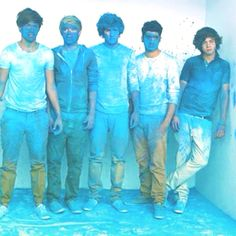 still hot. :) HAHA Harry is the only one without a blue face :P
