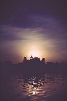 The Golden temple at dawn. Guru Granth Sahib Quotes, Shri Guru Granth Sahib, Hindu Quotes, Gurbani Quotes, Photo Background Images, Photo Backgrounds, Golden Temple Wallpaper, Guru Nanak Wallpaper, Guru Pics