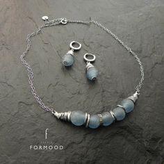 15100b27f08 Crudo plata y vidrio reciclado africano collar Joias Feitas Em Casa