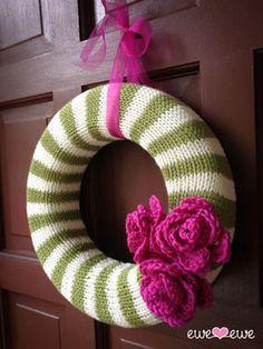 Ewe Ewe Year Round Wreath Knitting Pattern