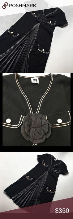 "Pleated A-Line Dress 💥HOST PICK 5/14/17 ""Sunday Funday""💥Short sleeves, 4 pockets, pleated front, flower embellishment. Like new Missoni Dresses Midi"