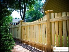 Stunning Backyard fence edging ideas,Modern fence landscaping and Wooden fence knobs. Fence Landscaping, Backyard Fences, Garden Fencing, Wood Picket Fence, Pallet Fence, Wood Fences, Fence Stain, Front Yard Fence, Fence Gate