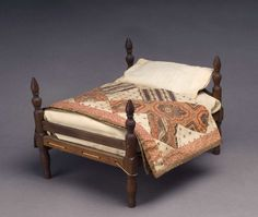 EARLY AMERICAN TURNED POST DOLL'S BED AND A MINIATURE ANTIQUE QUILT, Northeast Auctions