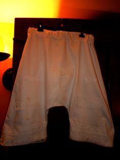 Sarouel en jeans blanc et dentelles anciennes