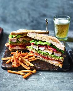 Club Sandwich Recipes, Chicken Sandwich Recipes, Sandwiches For Lunch, Lunch Recipes, Healthy Recipes, Cafe Recipes, Delicious Magazine, Brunch Buffet, Food Hacks