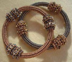 Rocker Crystal Bangle Bracelet Tutorial van RominaDesigns op Etsy, $8.50