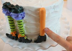 This CUTE Halloween Party Cake tutorial features colorful witch legs! You'll love this free Park Your Brooms cake tutorial by My Cake School! Halloween Party Appetizers, Halloween Food For Party, Halloween Desserts, Halloween Cupcakes, Halloween Birthday, Halloween Treats, Witch Party, Cake Decorating Techniques, Cake Decorating Tutorials