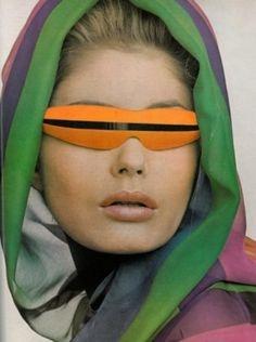 future girl, futuristic look, 60'S, sunglasses, futuristic sunglasses, retro-futuristic, sci-fi, retro-future, future fashion, futuristic by FuturisticNews.com