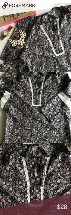 Tommy Hilfiger Floral Blouse Size Medium Great Condition Runs bigger Super comfy  Great for spring! Tommy Hilfiger Tops Blouses