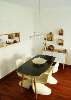 #retrodinnerroom #blacktable #pantonchair.  T-maxi and b-mini from www.tablet-design.com.tr