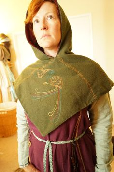 The Looking Glass and The Skeleton Key: Staying Warm at Events, Part The Hood Viking Hood, Viking Garb, Viking Dress, Warm Outfits, Winter Outfits, Cool Outfits, Viking Clothing, Historical Clothing, Vintage Clothing