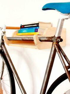 suporte de bicicleta de parede bike & books por carpintaria brasileira