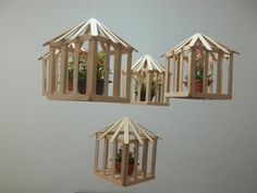 Cages for air plants Pop Stick Craft, Ice Cream Stick Craft, Popsicle Stick Houses, Popsicle Stick Crafts, Craft Stick Projects, Craft Stick Crafts, Wood Crafts, Fun Crafts, Wood Sticks