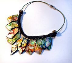 Have to try this...This necklace made from a CD appears to have been tinted with alcohol inks | Collar CD tintado