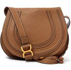 """Saddle Tiene forma de """"U""""y está inspirada en las bolsas que se llevan en las sillas de montar, bicicletas o motos Bolsa de Chloé"""