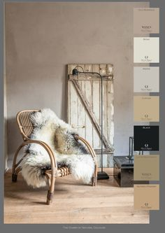A splendid color combination is created here with the Fresco lime paint from Pure & Original in color Old Romance. Credits: The Potstal in the Netherlands. #pureandoriginal, #limepaint, #colors, #mineralpaint. www.depotstal.nl www.pure-original.com