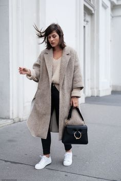 Check out the different outfits of winter fashion 2019 and look stylish, classy, beautiful, elegant and cool along with providing warmness to your body this winter. Mode Outfits, Fashion Outfits, Fashion Trends, 90s Fashion, Fashion Mode, Latex Fashion, Retro Fashion, Style Fashion, Vintage Fashion