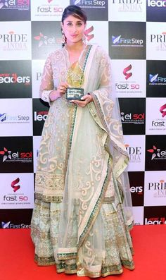 Kareena Kapoor is one of most loved celebrities in B-Town. Recently, she was spotted in a white Tarun Tahiliani outfit at the Pride of India summit. Kareena Kapoor Lehenga, Kareena Kapoor Khan, Indian Celebrities, Bollywood Celebrities, Bollywood Fashion, Karena Kapoor, Classic Wedding Dress, Wedding Dresses, Most Beautiful Indian Actress