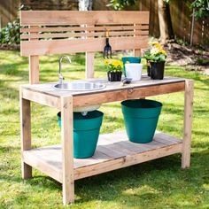 Make gardening easier with this DIY potting bench with sink! Add garden tool and potting soil storage too! Get the potting bench plans and get building! Planter Box With Trellis, Diy Planter Box, Diy Planters, Potting Bench With Sink, Outdoor Potting Bench, Potting Tables, Outdoor Garden Sink, Outdoor Sinks, Garden Hose