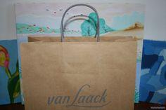 Bolsas de papel impresas con asa retorcida de algodón.