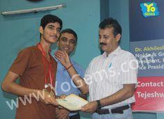 YoChamp, Mukul Teotia receiving award for winning with 20-22, 21-14, 21-11 in Boys Singles U15 YoGems Badminton Championship series,Noida.