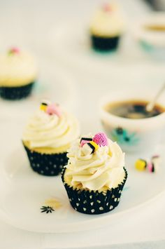 RECIPE // Vanilla and Almond Cupcakes with Anise Frosting / Icing topped with licorice all sorts | Baking