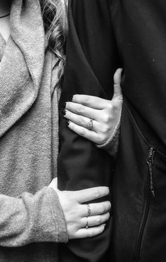Hold me tight and never let go - Fidel Love Cute Couples Goals, Couples In Love, Love Couple, Couple Goals, Cute Relationships, Relationship Goals, Couple Photoshoot Poses, Hold Me Tight, Love Photos