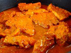 700 gr carne porc (pulpa), 200 ml bulion, 1 capata...