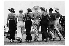 These photos are from a massive gallery on The Weather Channel called Before the Bikini: Rare Vintage Beach Photos . Power Dressing, Pyjamas, 1930s Fashion, Vintage Fashion, Style Fashion, Feminine Fashion, London Fashion, Modest Fashion, Fashion Tips