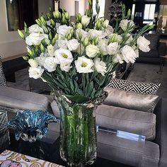 Um mega bouquet de lisianthus.. Chic e classico nesse murano lindo #florecor…