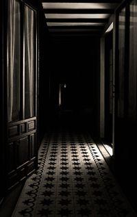 Resultado de imagen de pasillo noche