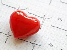 EAT SMARTER-Experte Dr. Tomas Stein erklärt, wie Sie einem Herzinfarkt aktiv vorbeugen und warum ein gesunder Lebensstil entscheidend ist.