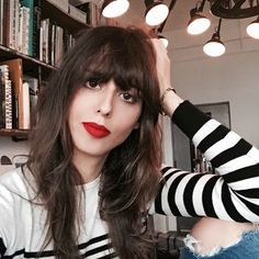 Red Lipstick Secrets From an Impossibly Chic French Makeup Artist. Including tips for lip scrubs/balms and what to pair with red lips makeup wise. Great tips Red Lip Makeup, Hair Makeup, Eye Makeup, Makeup Brushes, Dress Makeup, Best Red Lipstick, Red Lipsticks, Red Lipstick Outfit, Violet Lipstick