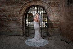 Salutare! Eu sunt Mihai Roman, Povestitorul de nunti, iar daca te inspira aceasta imagine, te invit sa o salvezi intr-unul dintre panourile tale #weddingdress #rochiemireasa #mireasa #nunta #fotografiedenunta #ideinunta #ideirochiemireasa Roman, Wedding Dresses, Fashion, Bride Dresses, Moda, Bridal Gowns, Fashion Styles, Weeding Dresses, Wedding Dressses