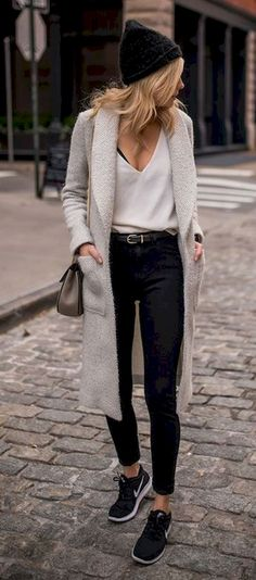 Gorgeous 36 Simple Street Wear Outfit Ideas https://bitecloth.com/2017/10/22/36-simple-street-wear-outfit-ideas/