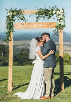 QLD-stories-by-ash-queensland-wedding-gold-wreath-bride