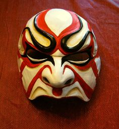 A difficult style of Kabuki half face