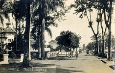 Tamblongweg te Bandoeng. ca. 1925 Dutch East Indies, Old Pictures, Java, The Past, Landscape, History, Painting, Culture, Outdoor