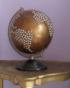 Upcycled nailhead globe via etsy--Not exactly sure why I like this. I would like to buy an old globe spray paint and put countries with jewels or pearls. now just finding an old globe. Globe Projects, Diy Projects, Globe Crafts, Map Crafts, Art Globe, Deco Kids, Best Decor, World Globes, Globes Terrestres