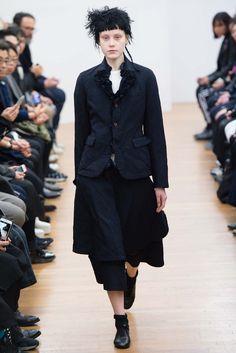 Comme des Garçons Comme des Garçons Fall 2015 Ready-to-Wear Fashion Show