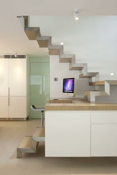 Schiebetüren Und Möbel In Weiß Als Moderne Wohnidee #mobel #moderne  #schiebeturen #wohnidee