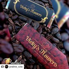 Feliz día Followers... Ya vieron lo nuevo de @praline_vzla with @repostapp  BARRAS CORPORATIVAS!. Una excelente manera de dar a conocer tu empresa o trabajo. En esta oportunidad les mostramos el trabajo realizado para nuestros amigos de @vickysflowers con diseños adaptados a su estilo y nuestro respectivo toque de chocolate venezolano.     #ElChocolateEstaDeModa #SomosPraline #EventosCorporativos #obsequios #celebra #comparte #regaloscorporativos #tabletas #barrasdechocolate #hechoenvzla…
