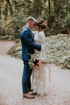 Breathtaking elopement in the woods | Image by Jes Workman