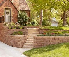 60 New ideas for landscaping front yard slope curb appeal - Backyard Decoration Landscape Walls, Landscape Design, Landscape Fabric, Building A Retaining Wall, Retaining Walls, Cheap Retaining Wall, Garden Floor, Sloped Garden, Brick Pavers