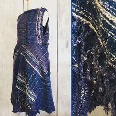 青いウールの  ワンピース ただいま  さをりの森に 展示中✨  いろんな思いで織ったのに  すぐ忘れてしまう だから  毎回  楽しいのかも   #さをり織り  #手織り #handmade  #fashion  #ワンピース #akiko24  #onepiece  #青が好き #saori  #saoriweaving  #さをり服