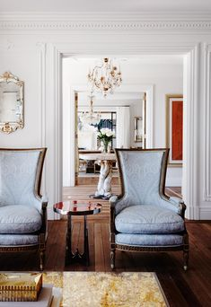 Despite its Sydney harbourside location, this Italianate mansion designed by Dylan Farrell displays a definite Continental drift. Luxury Interior Design, Interior Styling, Interior Architecture, Interior And Exterior, Yves Klein, Mission House, Dallas, Mansion Designs, Blue Lounge