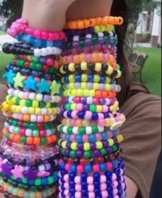Diy Kandi Bracelets, Diy Friendship Bracelets Patterns, Cute Bracelets, Beaded Bracelets, Emo, Estilo Indie, Diy Crafts For Girls, Kandi Patterns, Scene Kids