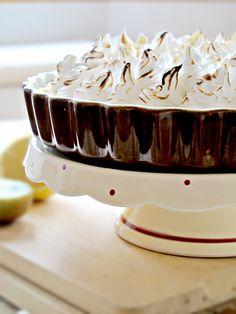 Kiwi curd meringue tart